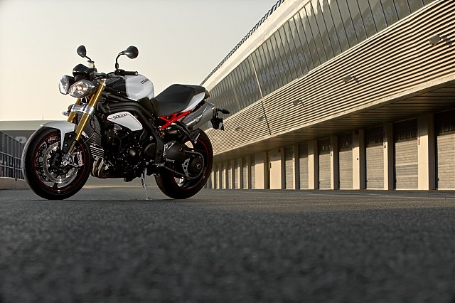 triumph-speed-triple-r